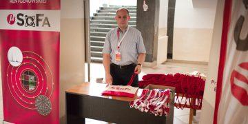 MikroSoFa 2018 - Registration desk - Dr Bartosz Chmiela z P.Śl. gotowy do akcji.